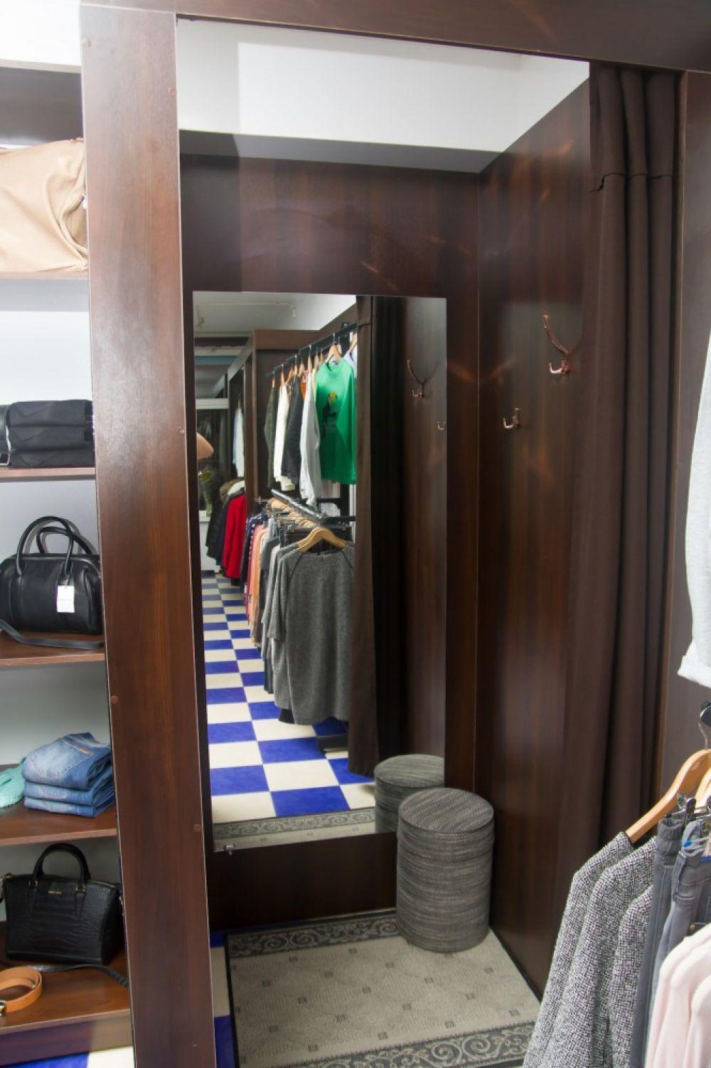 «Бутик №1» - магазин женской и мужской одежды.