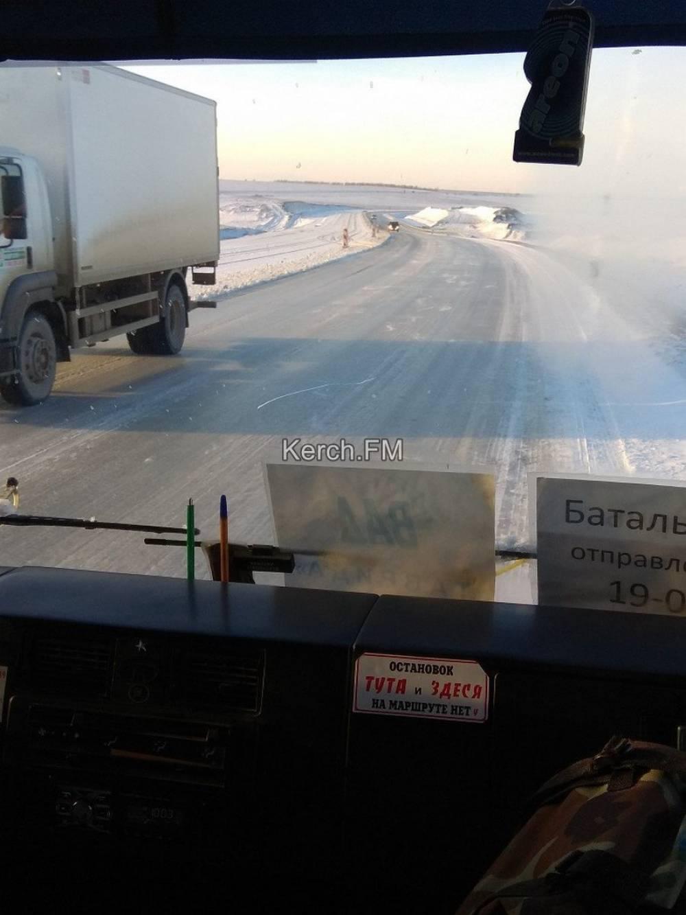 Трасса Керчь-Феодосия – во льду (видео)