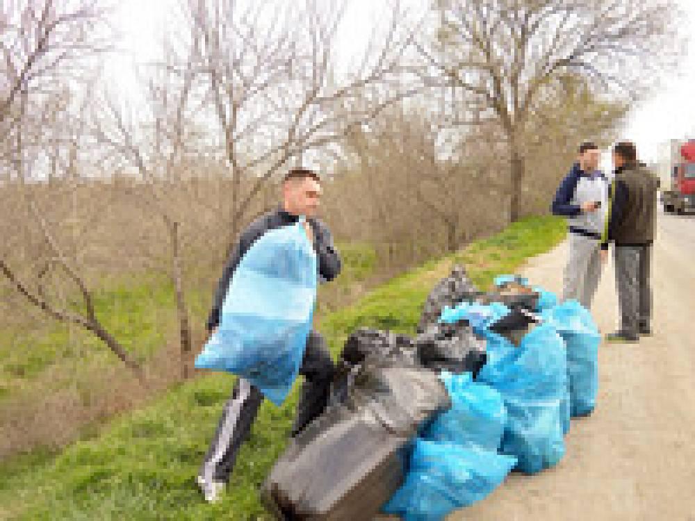 Феодосия приняла участие в акции «Сделаем Крым чище»