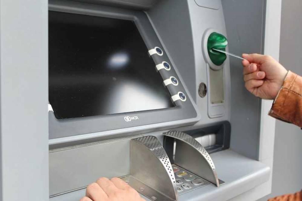 Крымчане с хитростью получают карты Visa и Mastercard