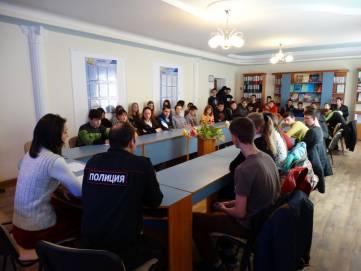 Правоохранители провели беседу с учащимися феодосийского техникума о вреде наркотиков