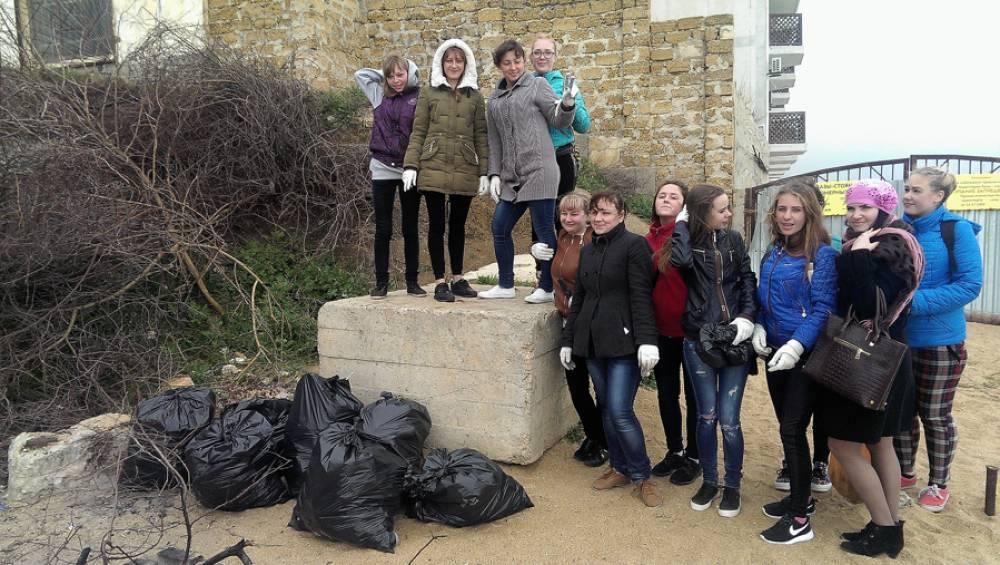 Студенты техникума приняли участие в экологической акции на побережье Приморского