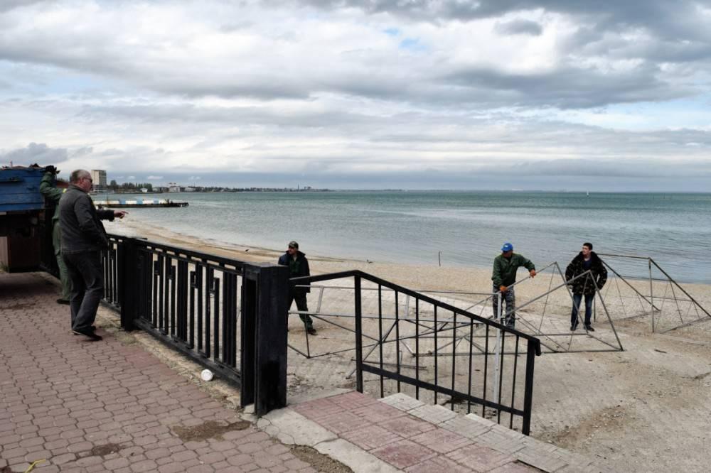 С центрального пляжа Феодосии демонтировали остатки кафе «Тропиканка»