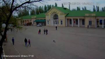 Веб-камеры на площади стали ярче...