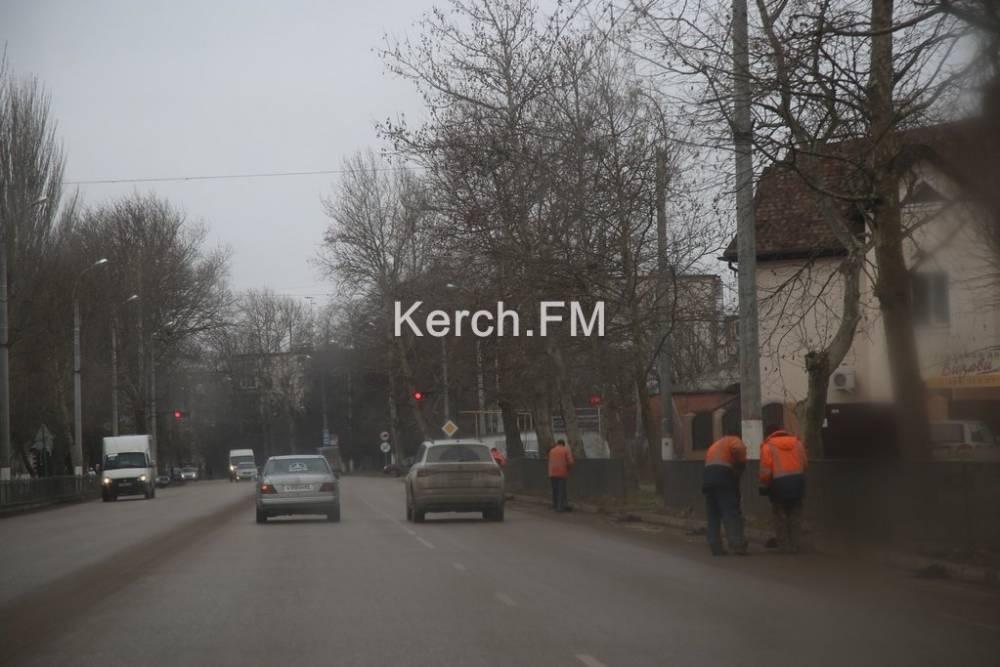 На Генерала Петрова коммунальщики убирали дороги