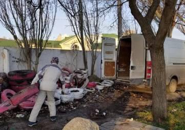 Продолжается очистка центра Феодосии