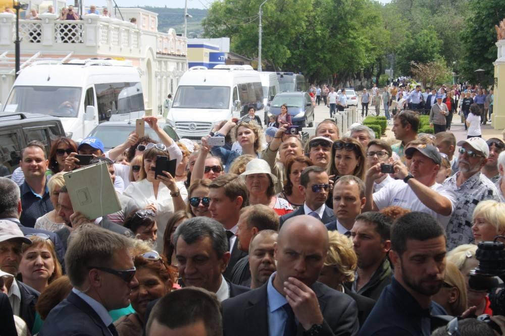 Председатель Правительства Российской Федерации Дмитрий Медведев в гостях у Айвазовского в Феодосии.
