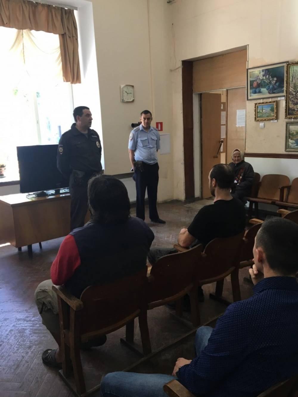 Феодосийские участковые уполномоченные полиции отчитались перед населением о проделанной работе