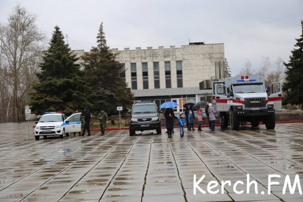 В Керчи прошла выставка военной техники