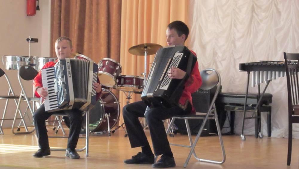 В Феодосии в фестивале семейного музицирования поучаствовали 35 семейных коллективов