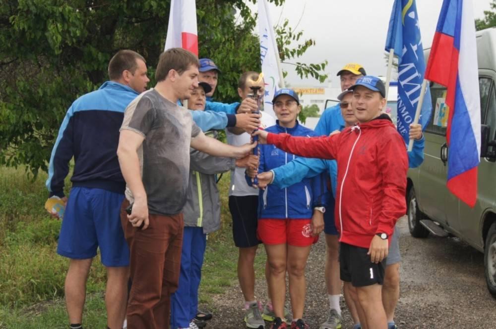 В Феодосии встретили участников международной факельной эстафеты мира и добра (ФОТО)