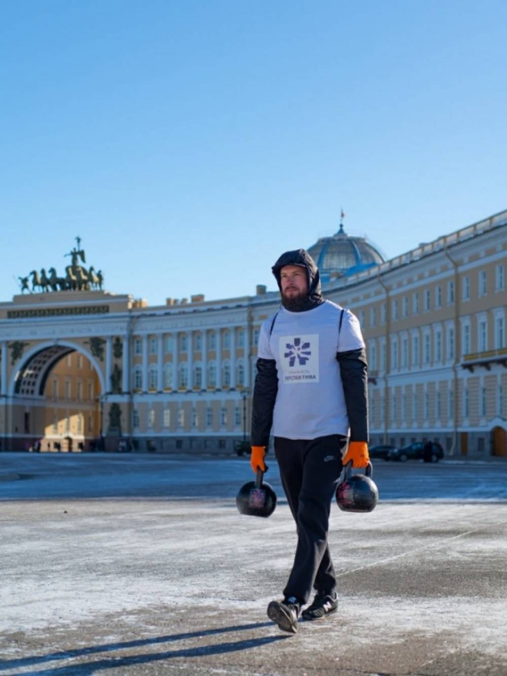 В Санкт-Петербурге спортсмен из Ялты установил рекорд по суточной ходьбе с гирями