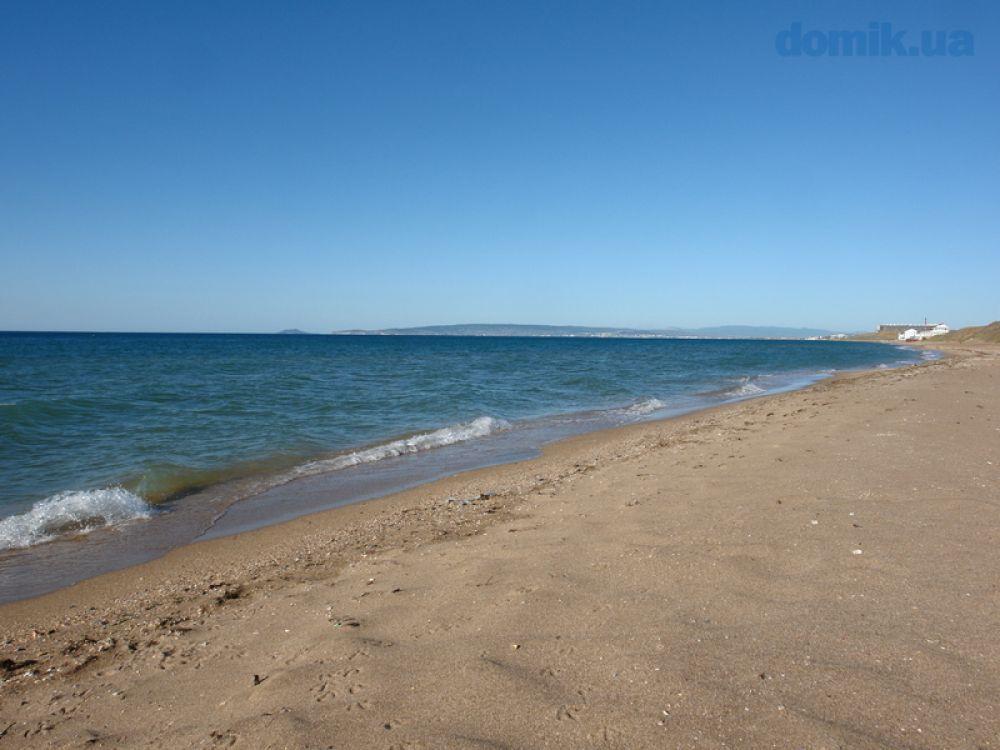 На двух пляжах Феодосии сняли ограничение на купание