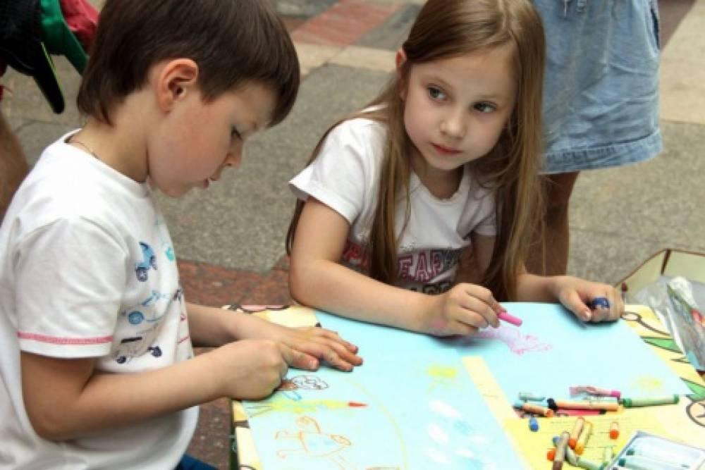 Маленькие феодосийцы рисуют «Как необходимо вести здоровый образ жизни»