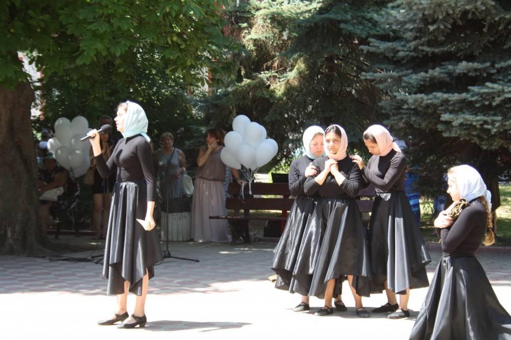 Возложение цветов к Вечному огню в память о Великой Отечественной Войне