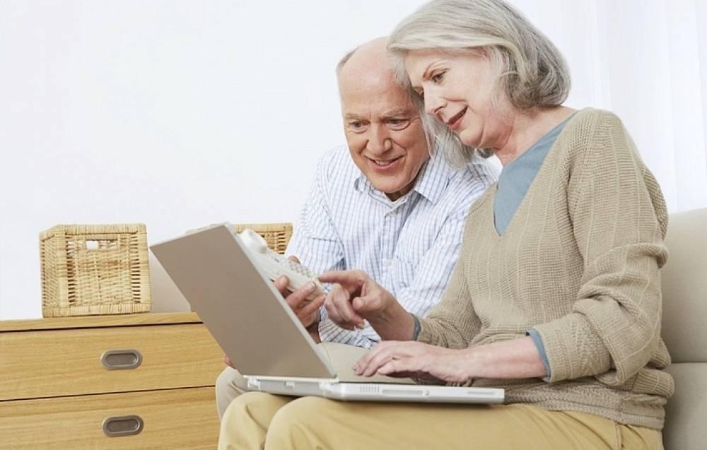 Все больше россиян назначают пенсию  через интернет, не выходя из дома