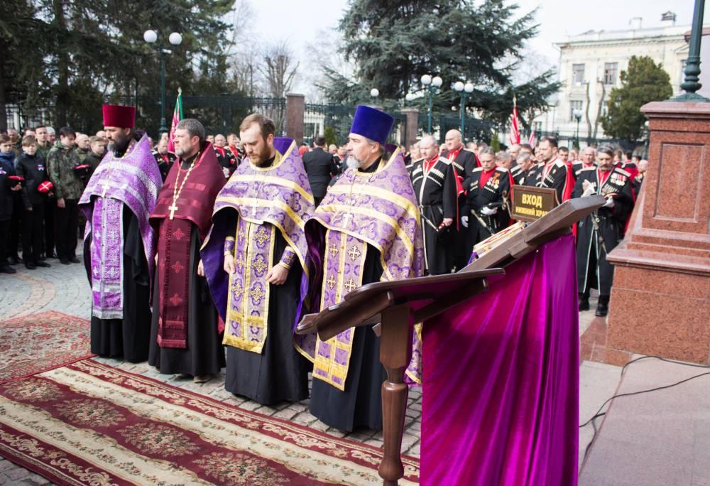 Как казаки празднование пятилетия воссоединения Крыма с Россией отмечали