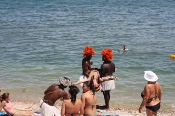 Папуасы на пляже