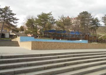 Главный фонтан Феодосии выкрасили в жовто-блакитный?