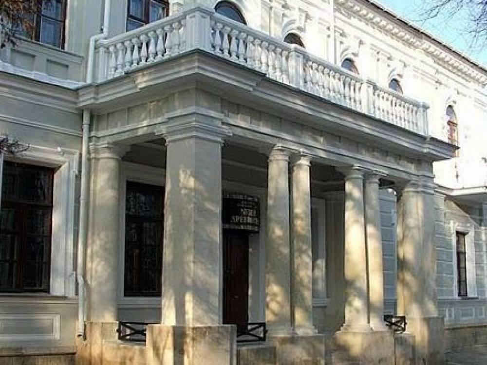 Информационно-мемориальные знаки, повествующие о 25-вековой истории Феодосии, появятся ко Дню города на воротах местного музея древностей