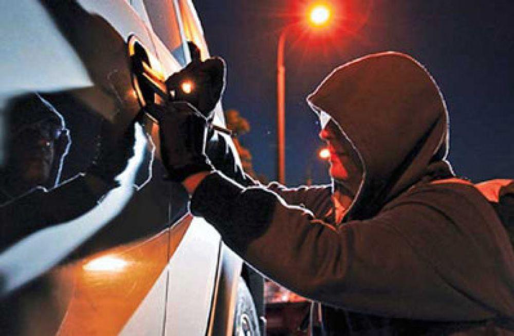 В Феодосии полицейскими задержан подозреваемый в кражах из автомобилей горожан