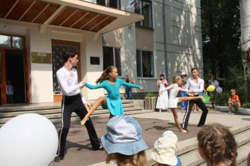 Детская программа возле музыкальной школы