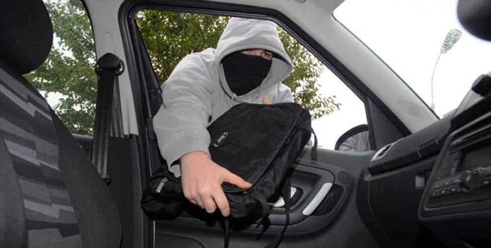 В Феодосии задержаны автомобильные воры, вскрывавшие машины при помощи сканера