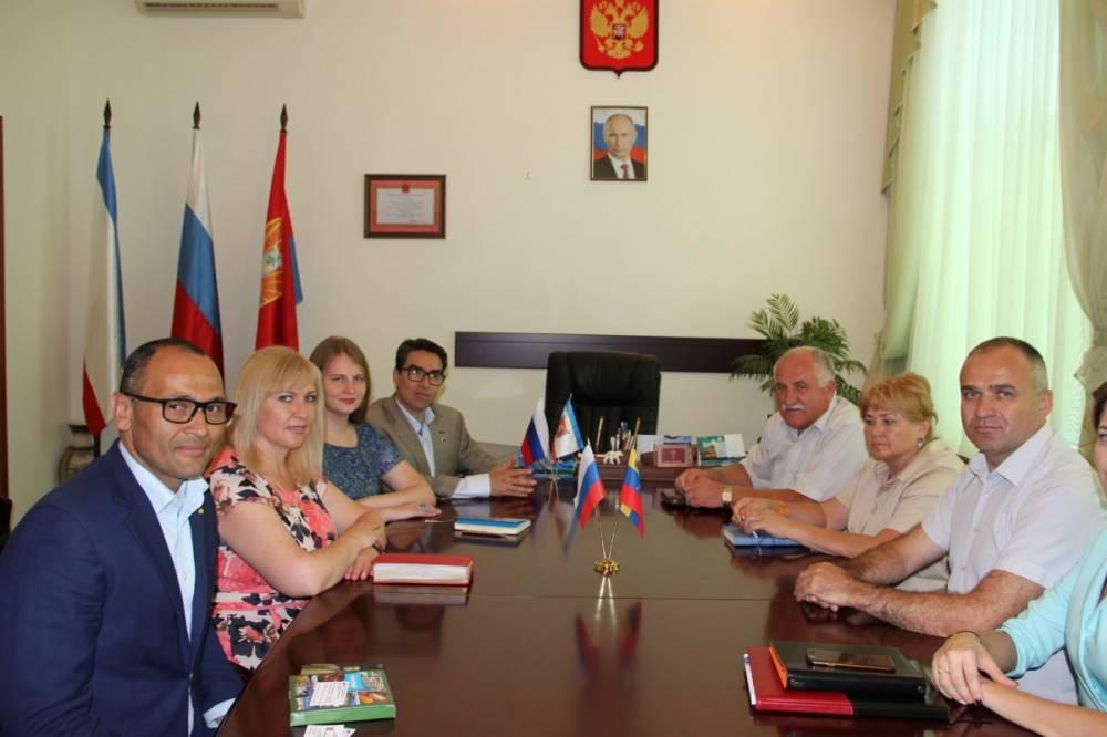 Глава Администрации Станислав Крысин встретился с гостями из Венесуэлы