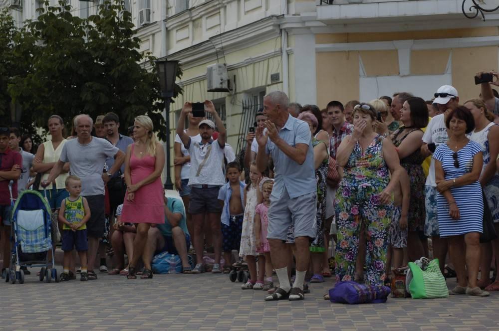 Феодосию посетили оркестранты в полицейской форме (фоторепортаж)
