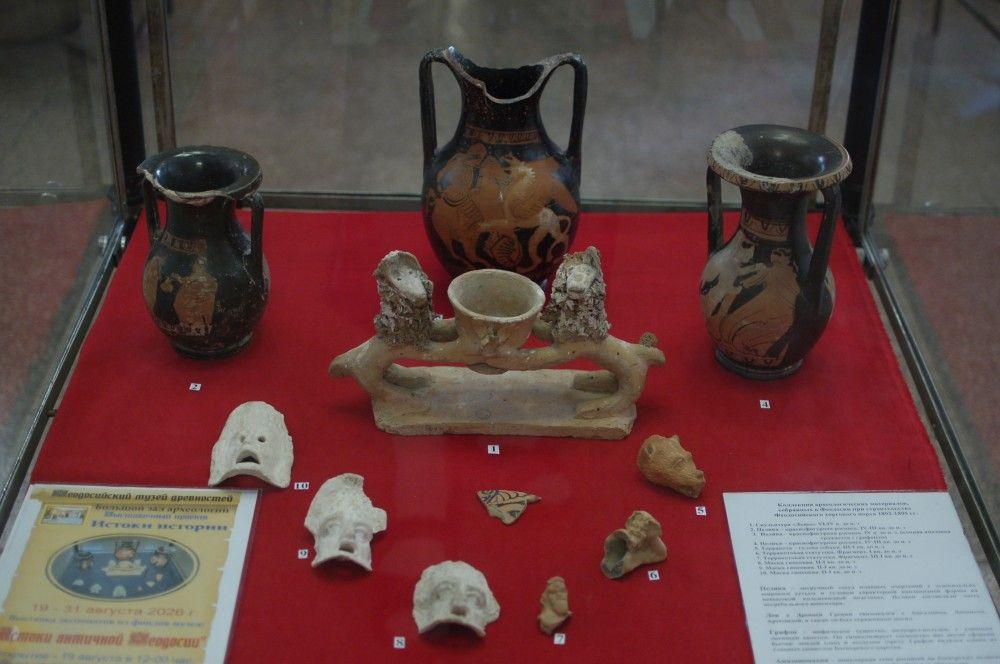 В Феодосии представлены древнегреческие боги, люди и животные. Фоторепортаж