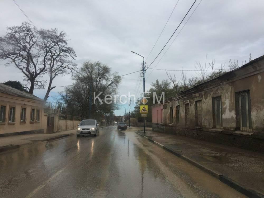 В Керчи на Чернышевского вчера произошел порыв водовода
