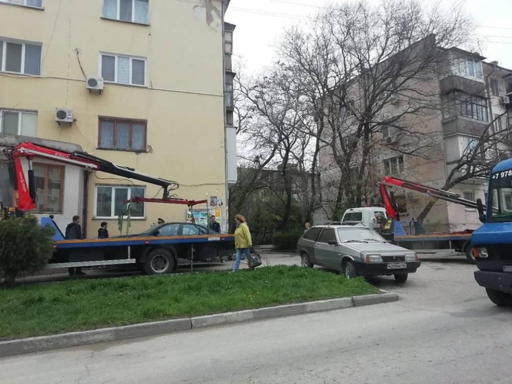 Эвакуаторы в Феодосии наделали шума