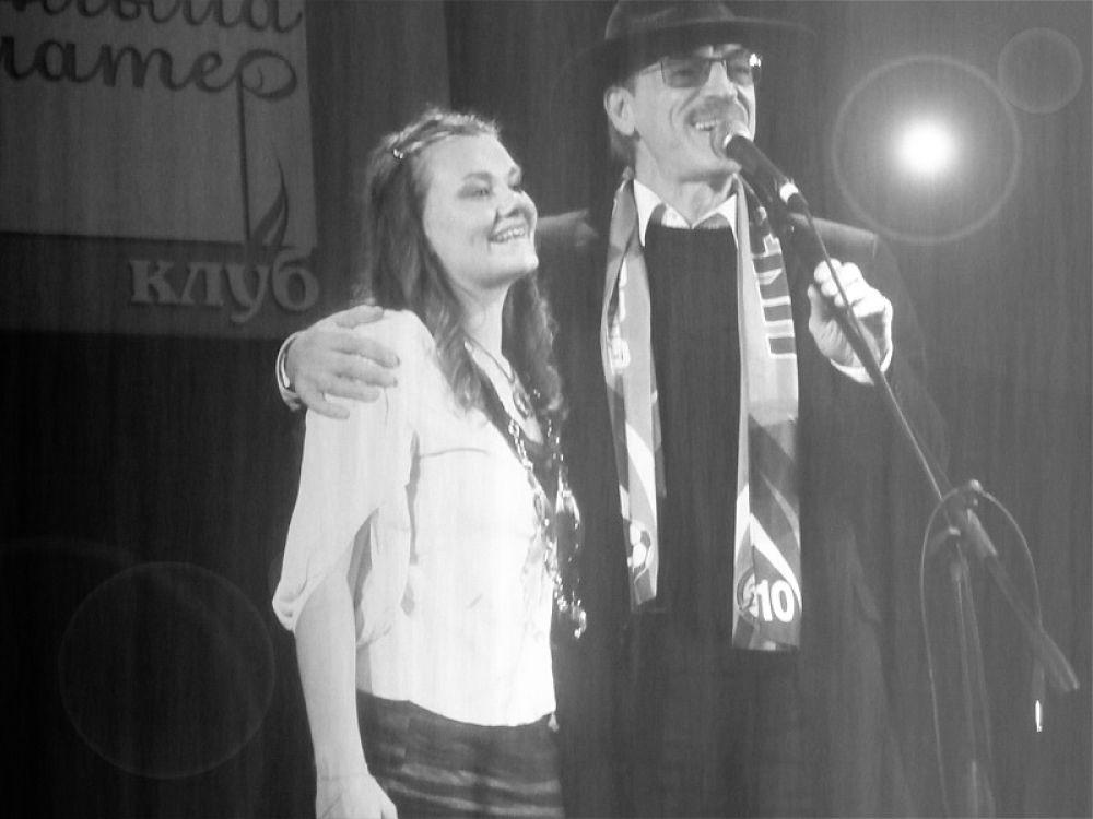 Петь на сцене с Боярским
