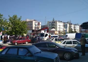 Эвакуатор добрался до Крымского рынка
