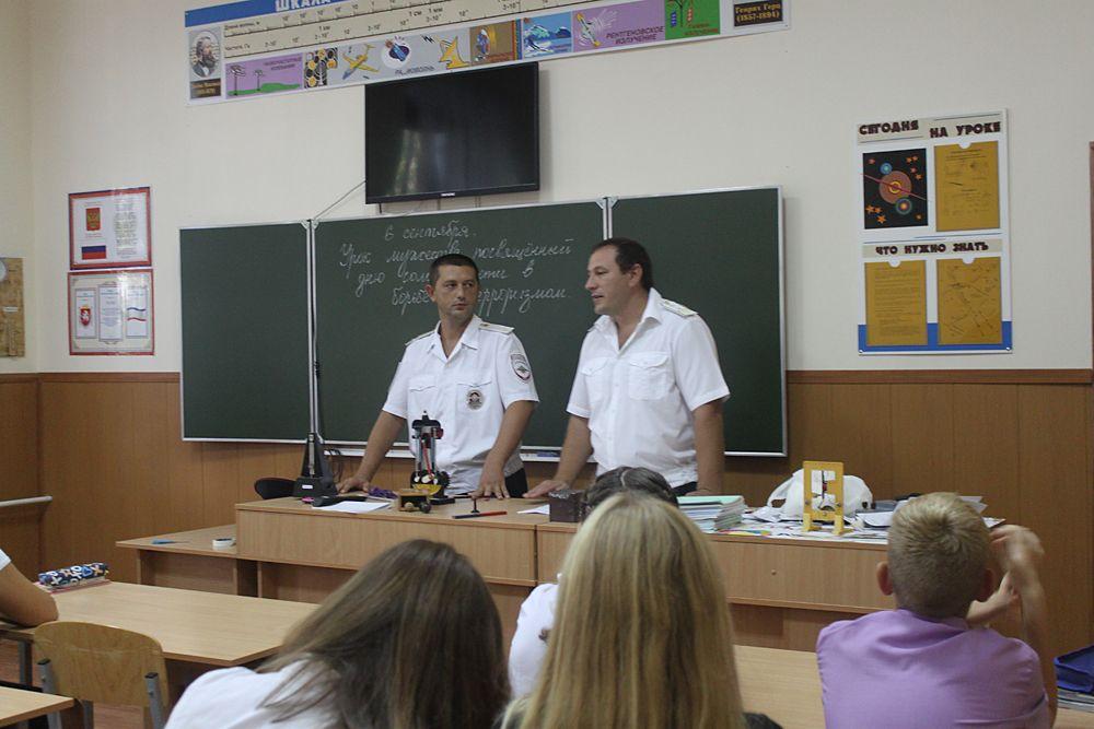 Школьникам Феодосии рассказали про правила поведения на территории ж/д транспорта