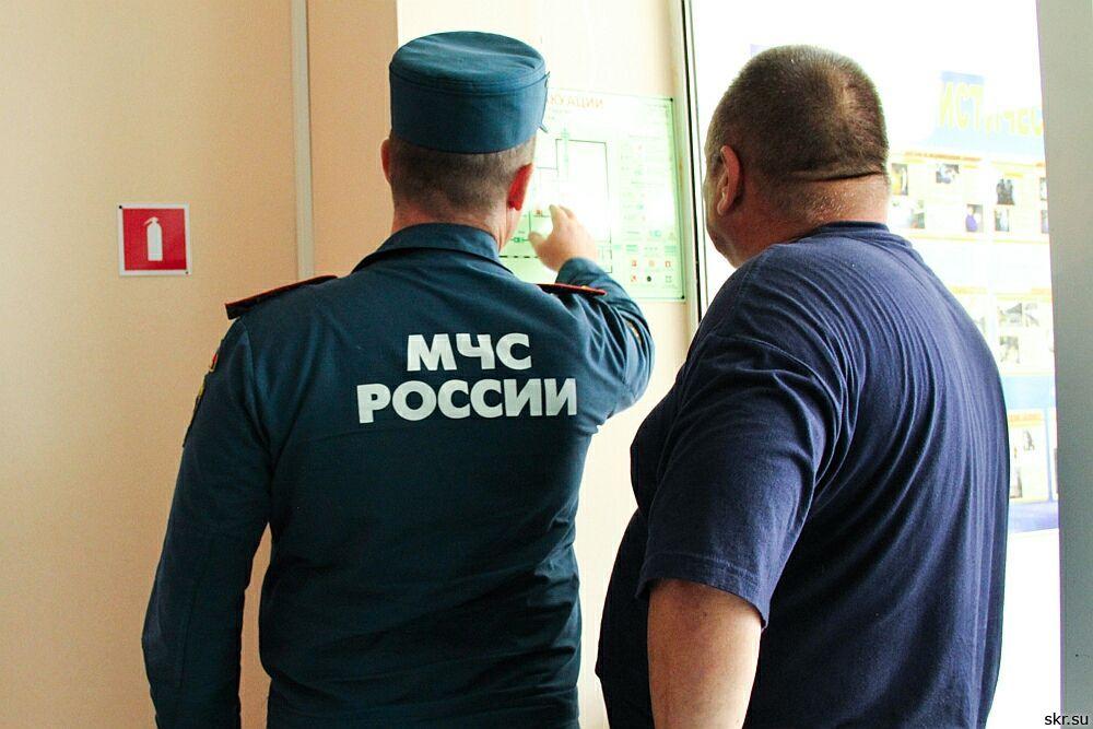 Сотрудники феодосийского МЧС провели осмотр избирательных участков.