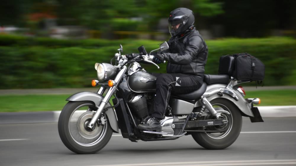 Мотоциклисты устраивают гонки в Феодосии