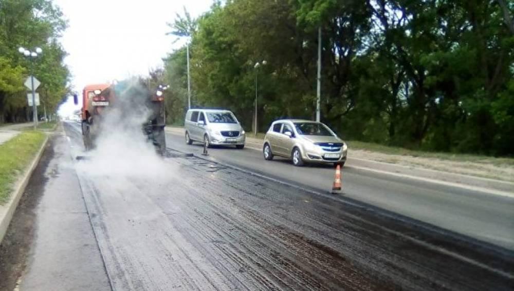 Около 700 тонн асфальтобетона: дорожники «одели» выезд из Феодосии