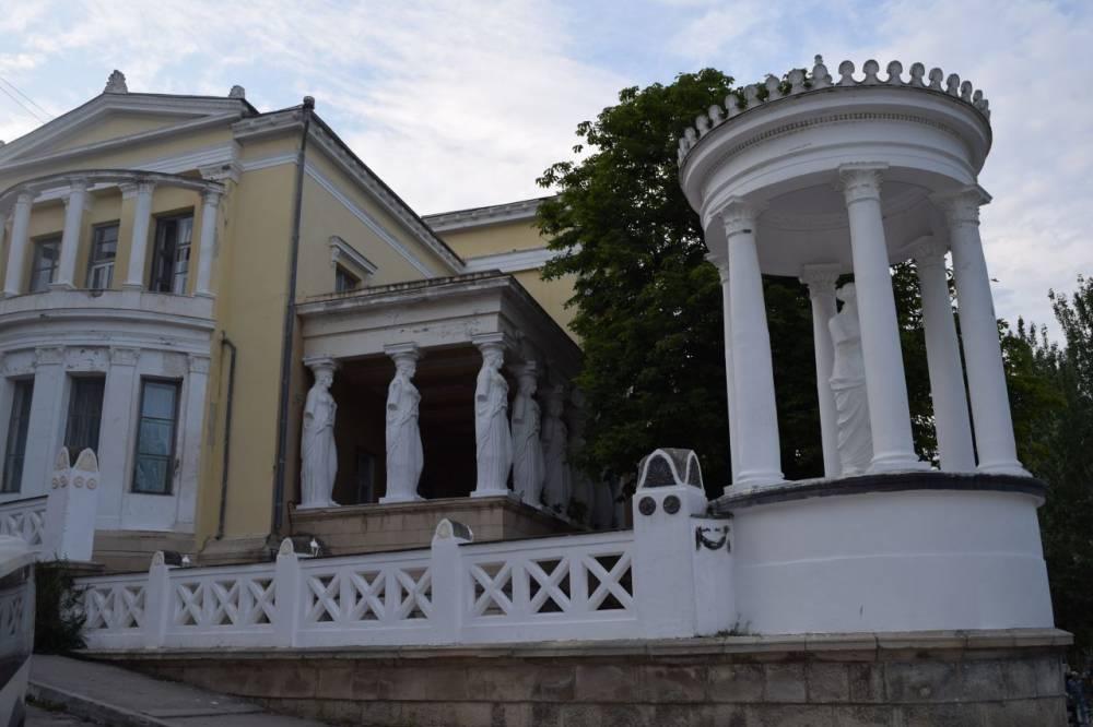 О судьбе знаменитых дач на проспекте Айвазовского рассказал Глава администрации Феодосии