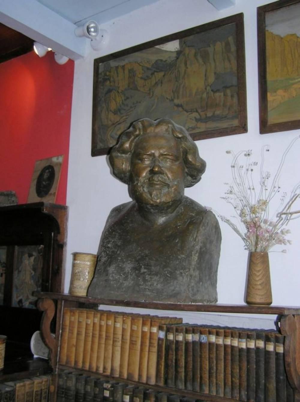 Дом-музей М. А. Волошина подготовил виртуальную праздничную программу «Ты – Коктебеля пламенная лира», посвященную 143-й годовщине со дня рождения Максимилиана Волошина.