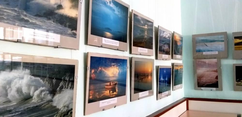 В Феодосийском городском Доме культуры с 18 сентября по 18 октября проходит выставка тематической художественной фотографии под названием «КРЫМСКАЯ ФОТОМАРИНА», где представлены работы, посвященные морю.
