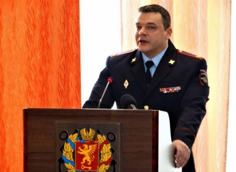 На очередной сессии Керченского городского совета начальник Управления МВД России по г. Керчи подполковник полиции Юрий Маринцов выступил с докладом перед депутатами.