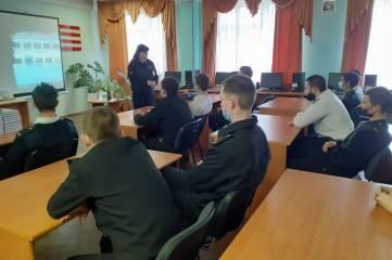 Инспектор по пропаганде ОГИБДД по г. Керчи встретилась со студентами Керченского морского технологического колледжа чтобы обсудить проблемы дорожной безопасности и рассказать об основных правилах поведения на дороге.