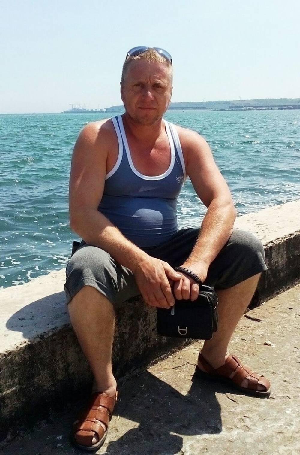 Сотрудниками УМВД России по городу Керчи разыскивается без вести пропавший житель Ленинского района Республики Крым Ващенко Виктор Николаевич 1974 года рождения.