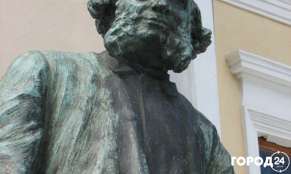 Памятник  Айвазовскому И.К.