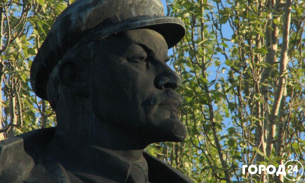 Привокзальная площадь и памятник  Ленину