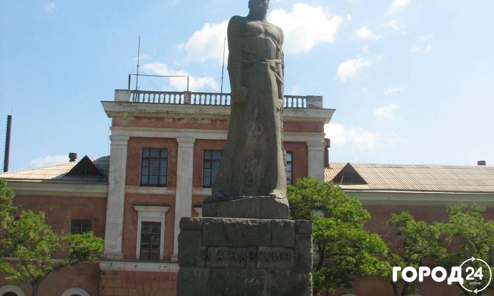 Памятник  Назукину И.А.