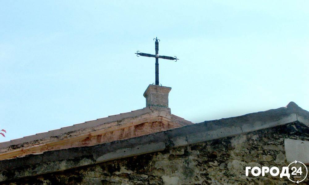 Церковь Св. Саркиса (Армянская) и могила И.К. Айвазовского