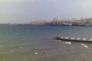 Веб-камеры Феодосии, Вид на порт и маяк