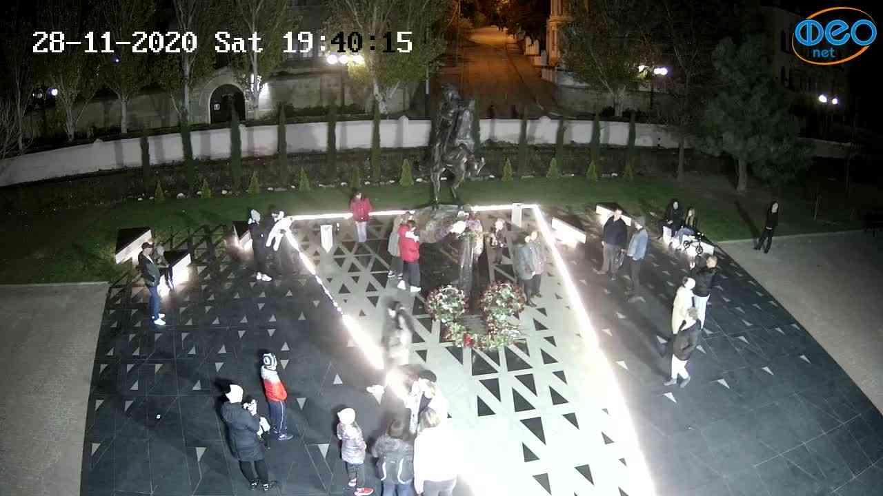 Веб-камеры Феодосии, Памятник генералу Котляревскому, 2020-11-28 19:40:28